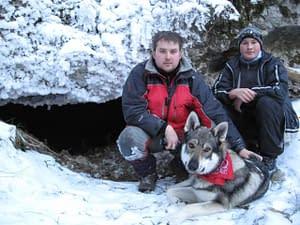 Prieskum terénu nad Novou Stanišovskou jaskyňou.